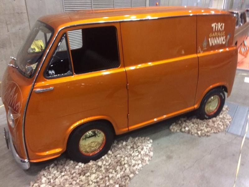 オレンジのカスタムカー